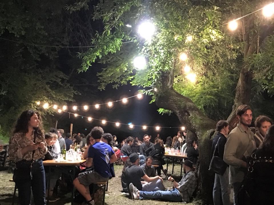 Lampade A Sospensione Allaperto : L estate bolognese nuovi locali cene all aperto e grandi